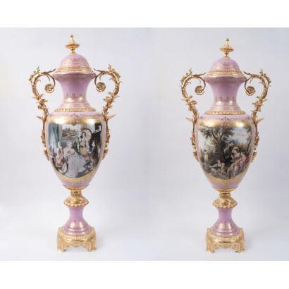 Pareja de jarrones en porcelana, siglo XX.