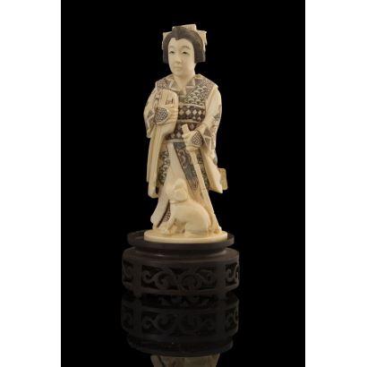 Figura china tallada en marfil, pps. XX.