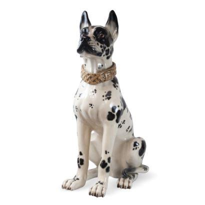 Perro Dálmata en cerámica española policromada. Manufactura Bondía. Marcada en la base. Medidas: 90 x 80 x 45 cm.