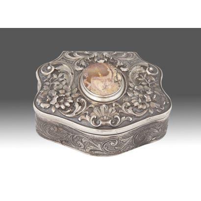 Plata. Caja de plata española,ppios. siglo XX.