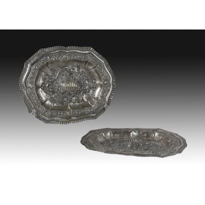 Plata. Pareja de bandejas en plata, siglo XIX.