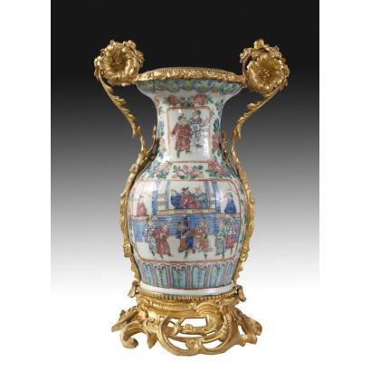 Jarrón en porcelana China, ffs. XVIII.