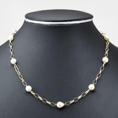 Gargantilla de oro amarillo con perlas