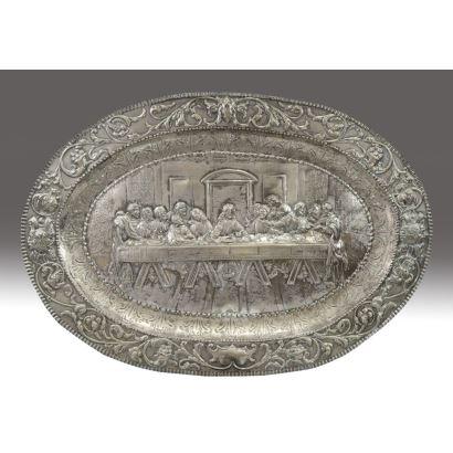Bandeja oval en plata española, circa 1900.