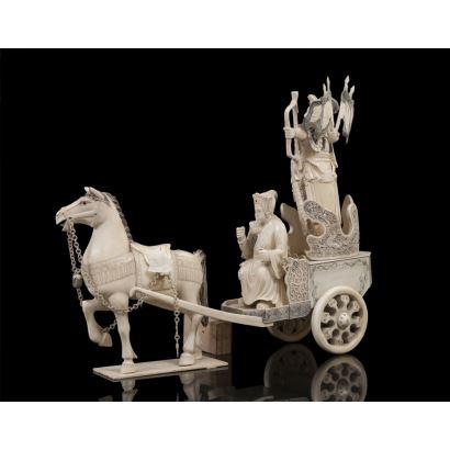 Gran carroza china realizada en marfil, en una vemos a un guerrero portando arco y personaje dirigiendo carro, con gran detallismo. Con certificado de antigüedad. Medidas: 40x15x55cm.