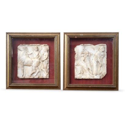 Pareja de relieves realizados en mármol con motivos de inspiración romana. Ambos enmarcados. Medidas C/M: 46 x 43 cm. S/M: 27 x 24 cm.
