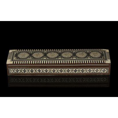 Caja egipcia de taracea, siglo XX.