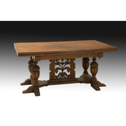 Mesa de comedor estilo Tudor, pps. XX.