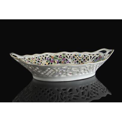 Bandeja en porcelana alemana, siglo XX.