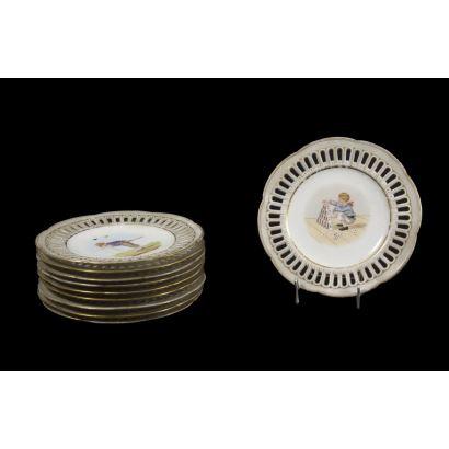 Juego de 10 platos ornamentales, siglo XX.
