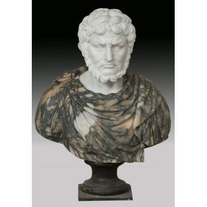 Busto tallado en mármol blanco y jaspeado. s.XX.
