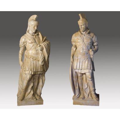 Importante pareja de esculturas talladas en mármol travertino. S.XX.