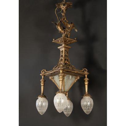 Farol de estilo modernista realizado en bronce dorado con tulipas y cristal, decorado con figura de dragón. Siglo XX. Medidas: 120x42x42cm.