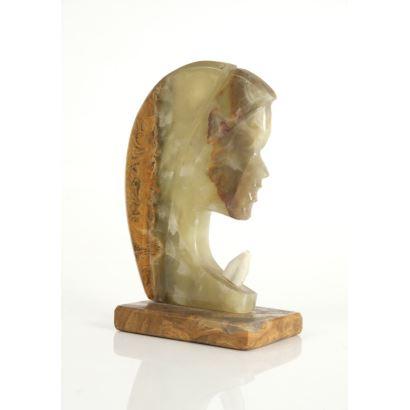 Escultura realizada ágata, pps. siglo XX.
