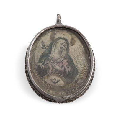 Objetos. Relicario colgante en plata con imagen en dos caras, siglo XVIII.