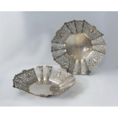 Plata. Pareja de bandejas en plata, siglo XX.