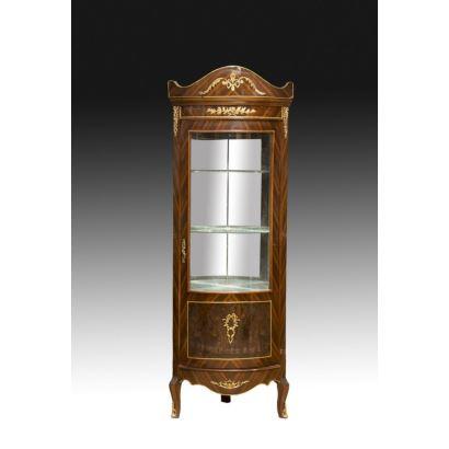 Muebles. Vitrina esquinera estilo francés, siglo XX.