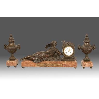 Reloj de sobremesa con guarnición, Ppios, S. XX.
