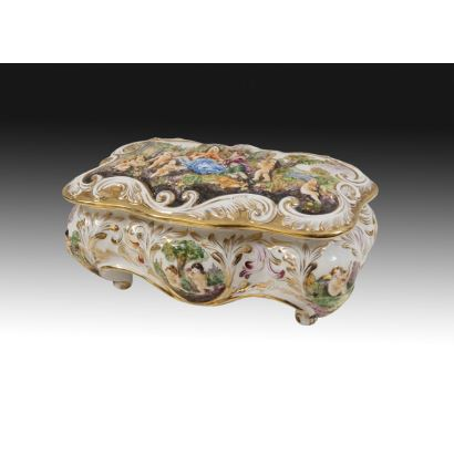 Caja en porcelana italiana, pps. S. XX.