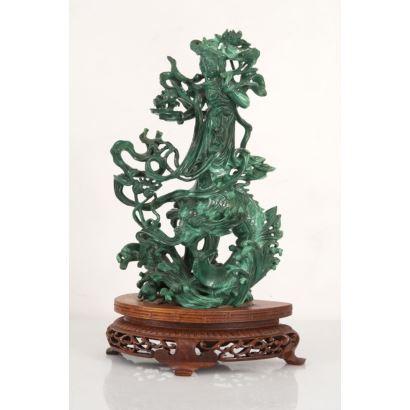 Diosa Guan yin tallada en malaquita. China. S.XX.