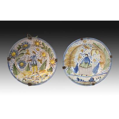 Pareja de platos en cerámica de Manises, siglo XIX.