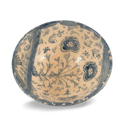 Lebrillo, Teruel S. XVII. Realizado en cerámica esmaltada. Dañado. Medidas: 17x40cm.