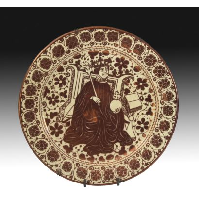 Plato en cerámica valenciana, pps. XX.