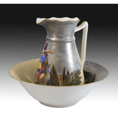 Aguamanil en porcelana, pps. XX.
