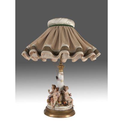 Lámpara de sobremesa con pantalla, S. XX.