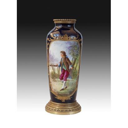 Jarrón en porcelana tipo Sèvres, ffs. XIX.
