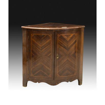 Muebles. Rinconera estilo transición Carlos III- Carlos IV, S. XVIII.