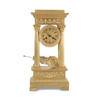 Reloj de columnas estilo Imperio, Francia, S. XIX.