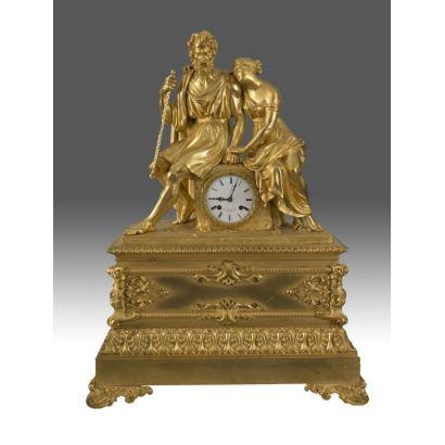 Extraordinario Reloj Imperio en bronce dorado al mercurio donde destacan las esculturas clásicas coronando la pieza. De la prestigiosa casa Cotiny F. De Bronzes a Bruxelles. 75x22x56cm