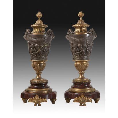 Pareja de copas, estilo Luis XVI, S. XIX.