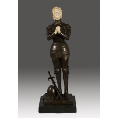 Figura crisoelefantina en bronce y marfil.