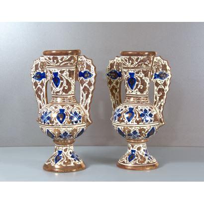 Pareja de ánforas en cerámica valenciana, S. XX.