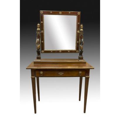 Tocador con espejo, época fernandina, siglo XIX.