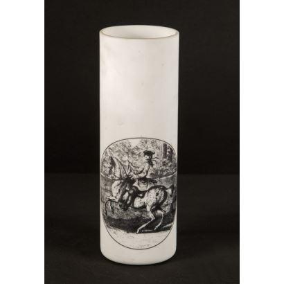 Pareja de vasos tubulares realizados en opalina blanca con decoración grabada en negro que representa a un jinete. 17x5,5cm.