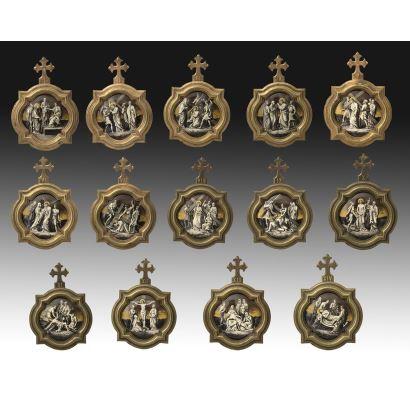Porcelana. Via Crucis esmaltado, Limoges, segunda mitad del S. XIX.