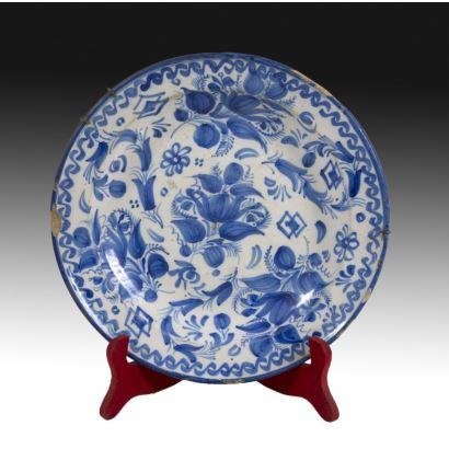 Plato de cerámica valenciana, siglo XIX.