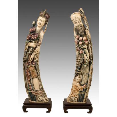 Objetos. Dos figuras, femenina y masculina en resina tallada y policromada. China. S.XX.