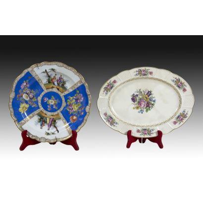 Porcelana. Conjunto formado por bandeja y plato, ppios. S. XX.