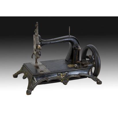 Objetos. Máquina de coser, hacia 1870.