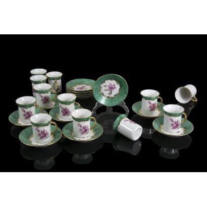 Conjunto de 12 tazas de colección, ppios. S. XX.