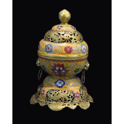 Cuenco con tapa, China, siglo XX.