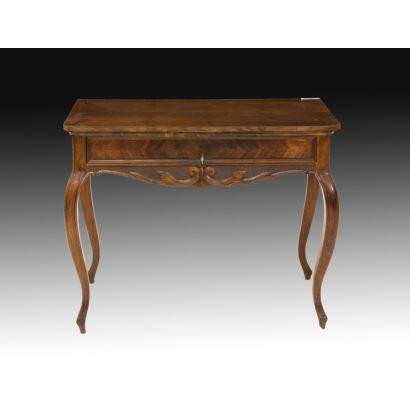 Mesa de nogal francesa, siglo XIX.