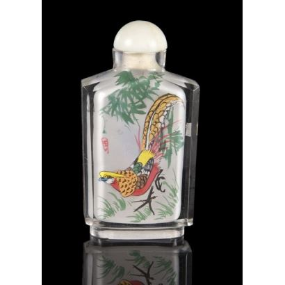 Curioso frasco chino pintado bajo cristal con decoración de aves. pp.s.XX. 8,5cm.