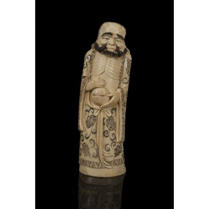 Figura china tallada en marfil y policromada. pp.s.XX.