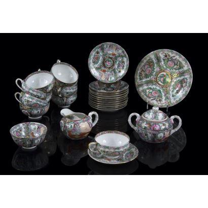 Juego de café en porcelana de Macao, S. XX.