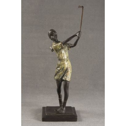 Figura realizada en bronce a la cera perdida parcialmente patinada.